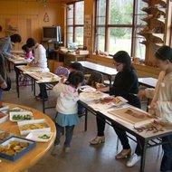 体験学習教室(落ち葉の貼り絵教室)