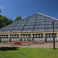 外から見た植物展示室(温室)