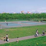 テニスコート(旭川大橋左岸広場)