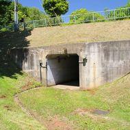 道道で分断された公園の東西を結ぶトンネル(道道横断用のアンダーパス) 宝くじ遊園からアクセスできます。