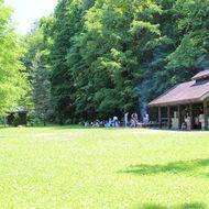 キャンプ場(テントサイトと炊事棟)