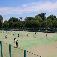 テニスコート(全天候型砂入り人工芝コート 硬式8面・軟式10面、ナイター設備)