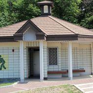 屋外トイレ(軟式野球場横)
