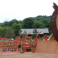 「ふくろう」をデザインした大型木製遊具