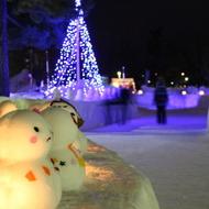 冬まつり期間中、雪あかりで会場までご案内します。